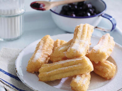 Recipe: Churros with a blueberry and vanilla compôte